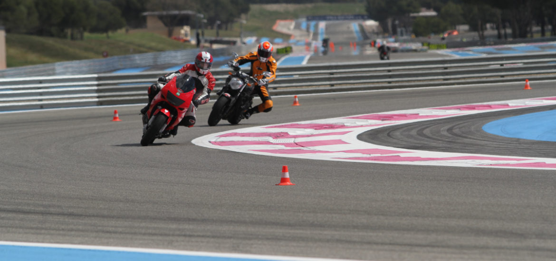 341 1619 En quoi consiste un stage de pilotage de moto sur circuit 2